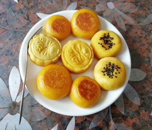 Healthy and delicate not suffer from excessive internal heat, old little all the practice measure that & adds the gold pumpkin moon cake of appropriate not to need mould pumpkin cake to press beautiful video 12