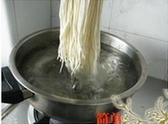 The practice measure of noodles in a simple sauce 3